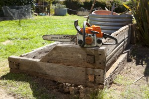 Chain saw and jointed sleeper walls